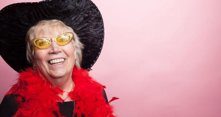 Starsza kobieta i moda