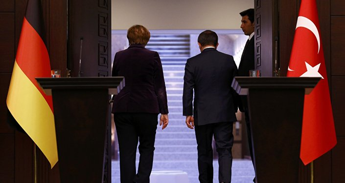 Kanclerz Niemiec Angela Merkel i premier Turcji Ahmet Davutoğlu