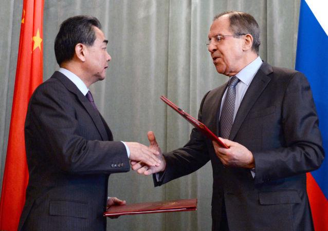 Ministrowie spraw zagranicznych Rosji i Chin Siergiej Ławrow i Wang Yi