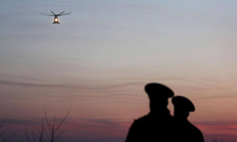 Śmigłowiec z ciałami ofiar katastrofy lotniczej pod Smoleńskiem.