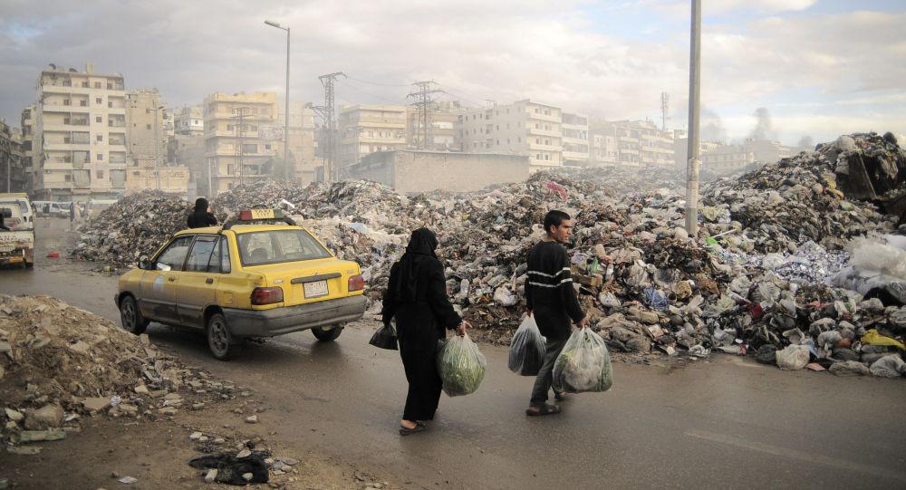 Ludzie na ulicach miasta Aleppo