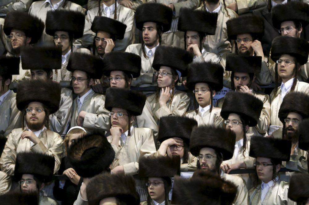 Goście na tradycyjnym żydowskim weselu w Netanji