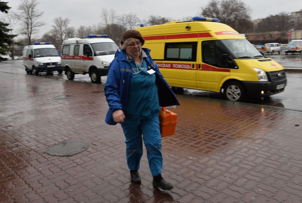 Karetki pogotowia na lotnisku w Rostowie nad Donem