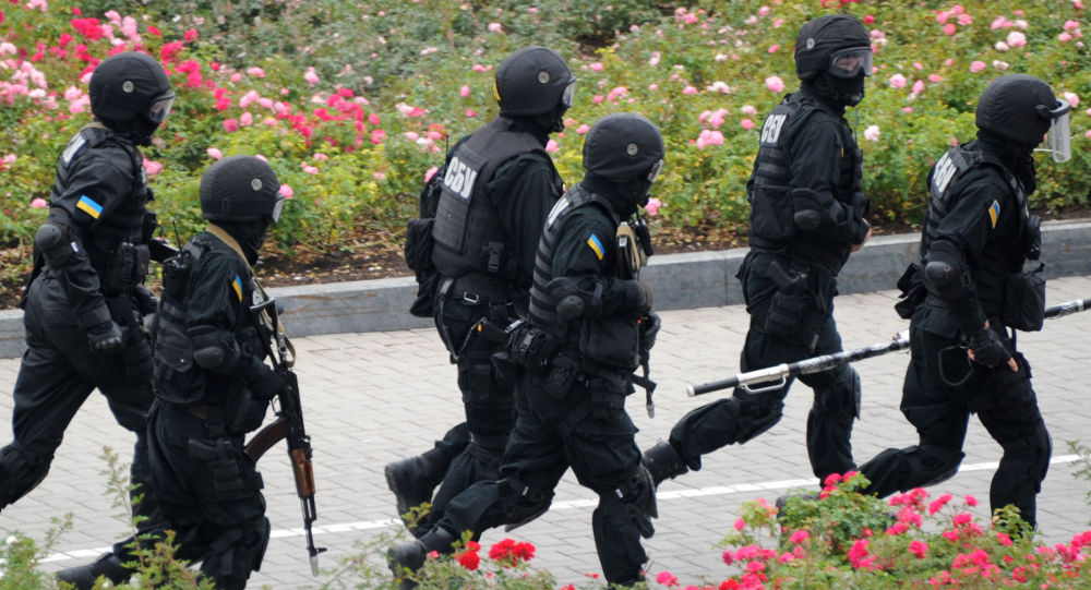 """Żołnierze oddziału specjalnego SBU """"Alfa"""" biorą udział w ćwiczeniach antyterrorystycznych"""