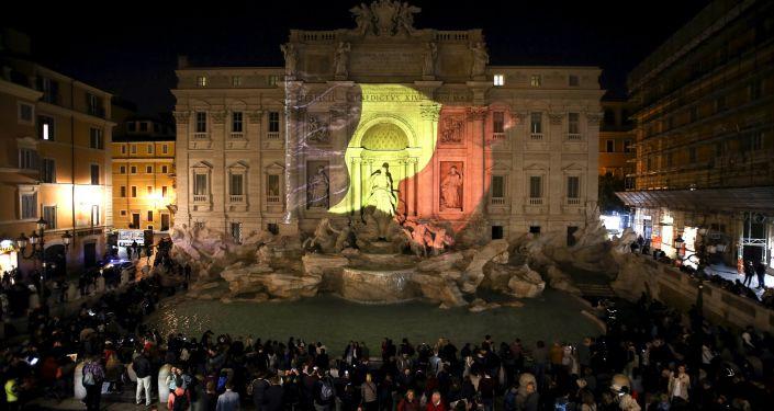 Fontanna di Trevi w Rzymie z projekcją belgijskiej flagi