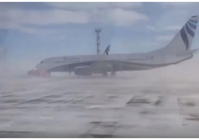 W rosyjskim Norylsku wiatr zdmuchnął 40-tonowy Boeing-737