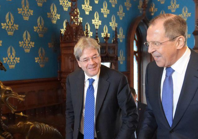 Minister spraw zagranicznych Włoch Paolo Gentiloni i szef rosyjskiej dyplomacji Siergiej Ławrow