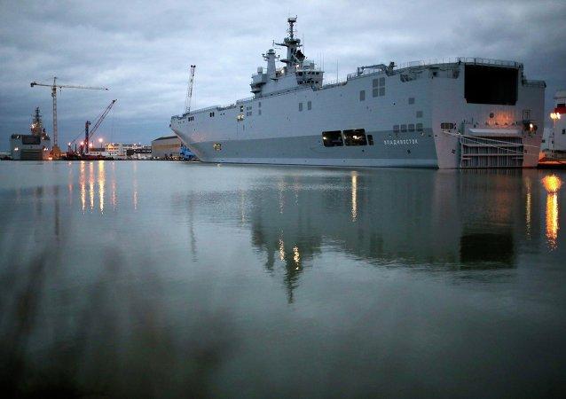 Jeden z dwóch okrętów desantowych typu Mistral -  Władywostok, 23 grudnia 2014
