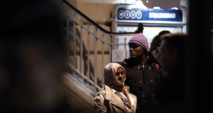 Likwidacja obozowiska przy metrze Stalingrad w Paryżu