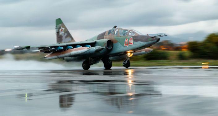 Przygotowanie do startu samolotów Wojsk Lotniczo-Kosmicznych Rosji w bazie lotniczej Hmeimim w Syrii