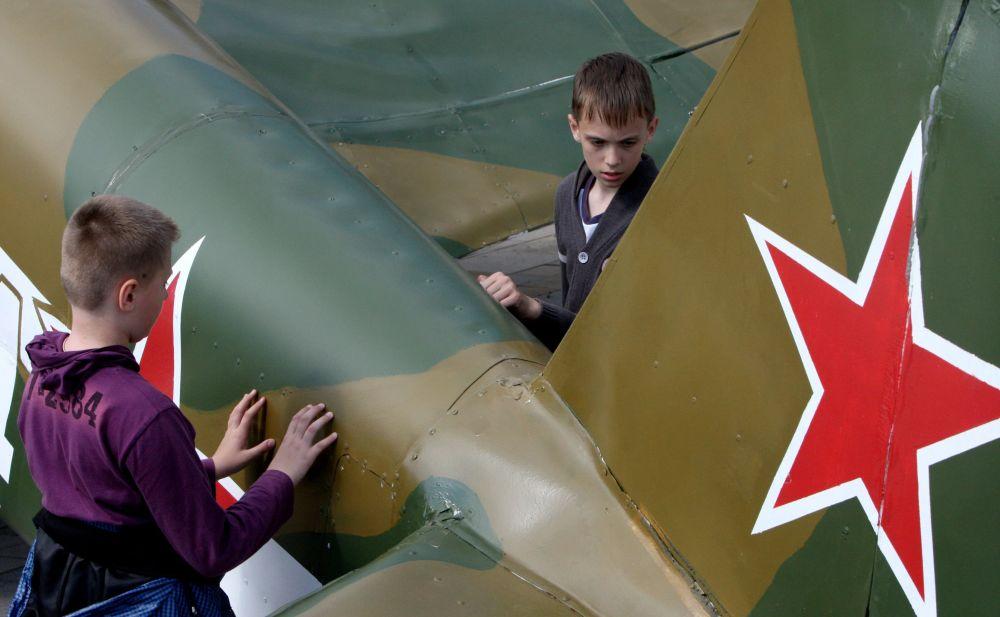 Model samolotu Jak-3 we Władywostoku