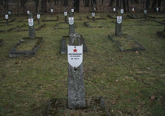 Stowarzyszenie KURSK to jedni z nielicznych ludzi w Polsce, którzy zajmują się remontem pomników żołnierzy radzieckich i opiekują się radzieckimi cmentarzami