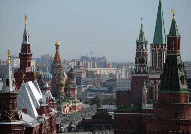Widok na Plac Czerwony z dachu hotelu Ritz-Carlton w Moskwie