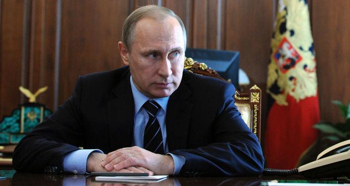Prezydent Rosji Władimir Putin i dowódca wojsk wewnętrznych MSW Wiktor Zołotow na Kremlu