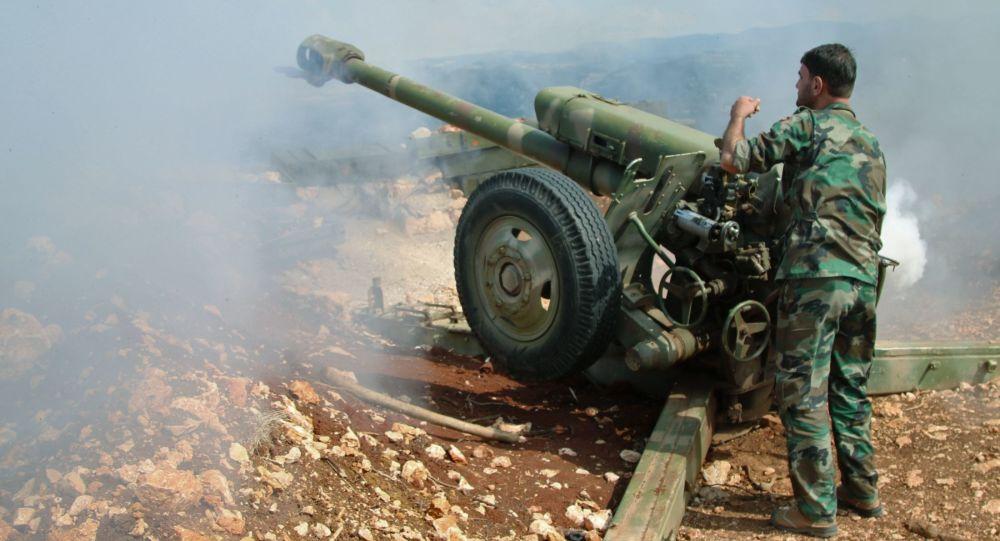 Członek syryjskiego ruchu oporu w miejscowości Baruda na północy prowincji Latakia