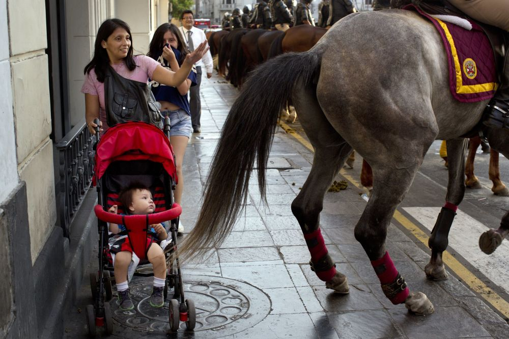 Występy policji konnej w Limie, Peru