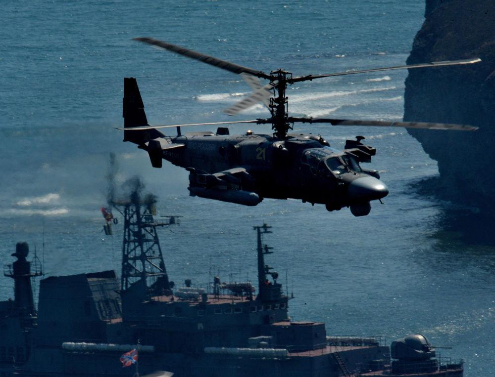 Rosyjski dwumiejscowy śmigłowiec bojowy Ka-52