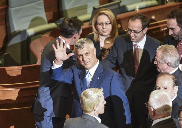 Prezydent Republiki Kosowa Hashim Thaçi w kosowskim parlamencie po zaprzysiężeniu