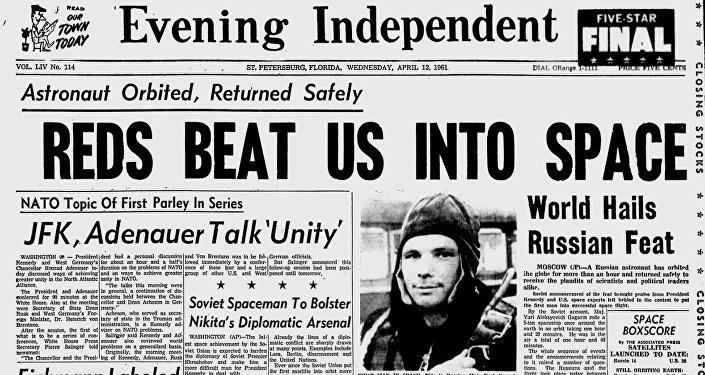 """Nagłówek amerykańskiej """"Evening Independent"""" z  12 kwietnia 1961 roku: """"Czerwoni pobili nas w kosmosie"""""""