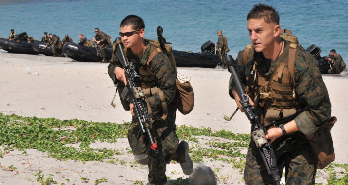 Amerykańscy żołnierze podczas ćwiczeń na wyspie Manila, Filipiny