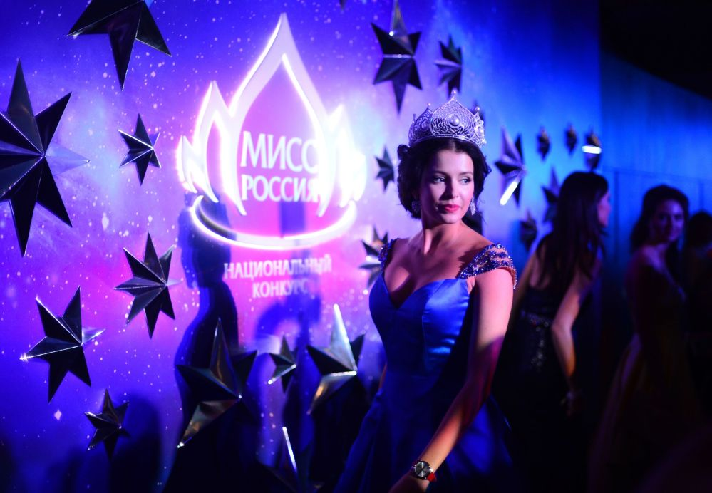 Miss Rosji 2015 Sofia Nikitczuk przed rozpoczęciem konkursu Miss Rosji 2016