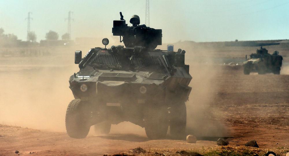 Turecka armia na syryjskiej granicy