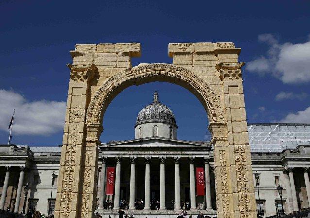 Kopia Łuku Triumfalnego z czasów starożytnego Rzymu w Londynie