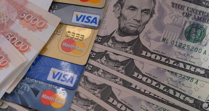 Rosyjska waluta, karty bankowe i dolary USA