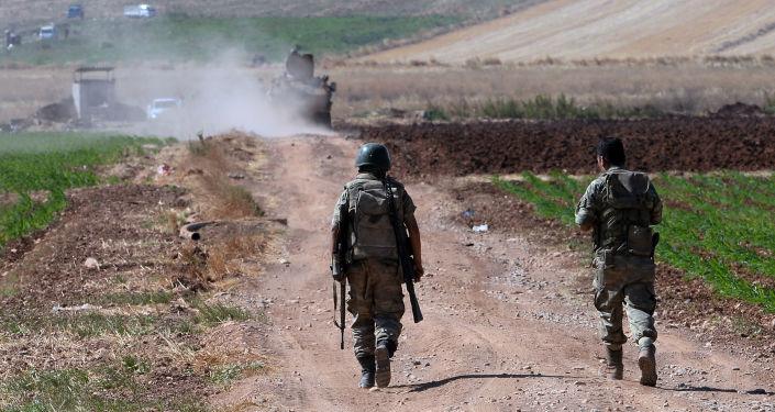 Tureccy wojskowi na turecko-syryjskiej granicy w rejonie miasta Kilis