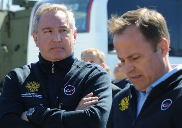 Wicepremier Rosji Dmitrij Rogozin i Dyrektor Generalny Państwowej Korporacji Kosmicznej Roskosmos Igor Komarow na kosmodromie Wostocznyj