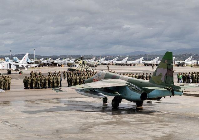 Widok bazy lotniczej Hmeimim w Syrii