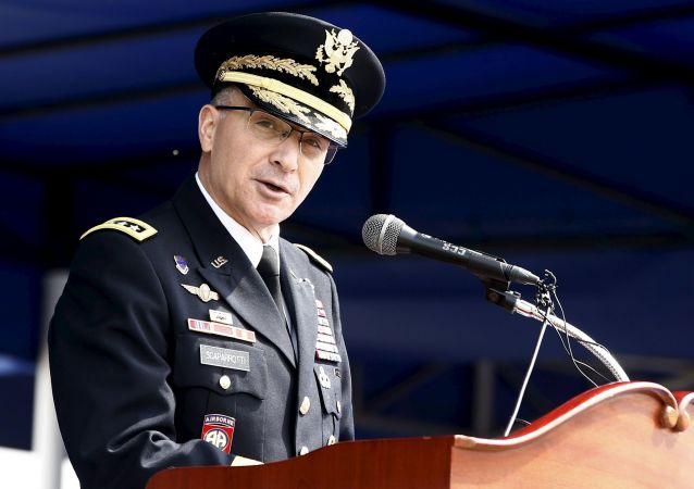 Naczelny dowódca Połączonych Sił Zbrojnych NATO w Europie amerykański generał Curtis Scaparrotti