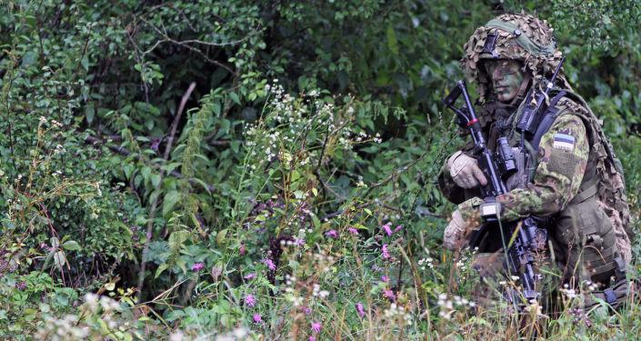 Żołnierz armii estońskiej w czasie ćwiczeń NATO