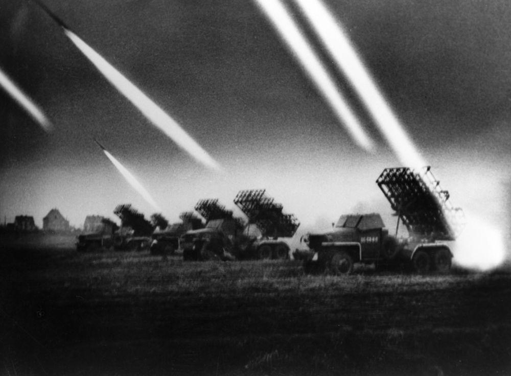 """We wszystkich dużych operacjach Wielkiej Wojny Ojczyźnianej uczestniczyły legendarne wyrzutnie rakietowe """"Katiusza""""."""
