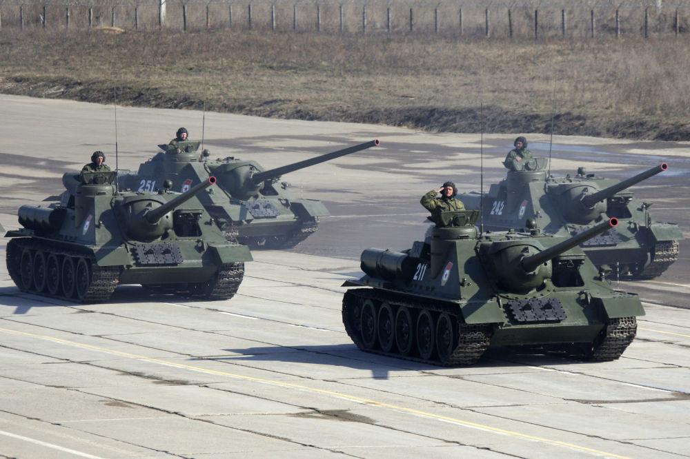 Su-100, niszczyciel czołgów produkcji radzieckiej.