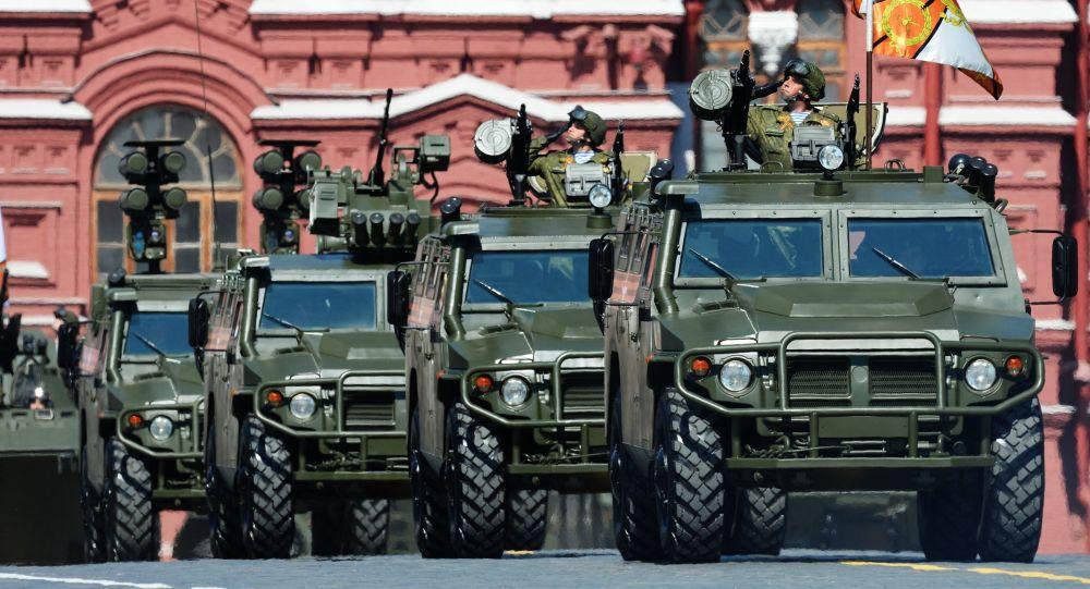 Pojazd opancerzony Tigr podczas defilady wojskowej na Placu Czerwonym na cześć 71. rocznicy Zwycięstwa w Wielkiej Wojnie Ojczyźnianej