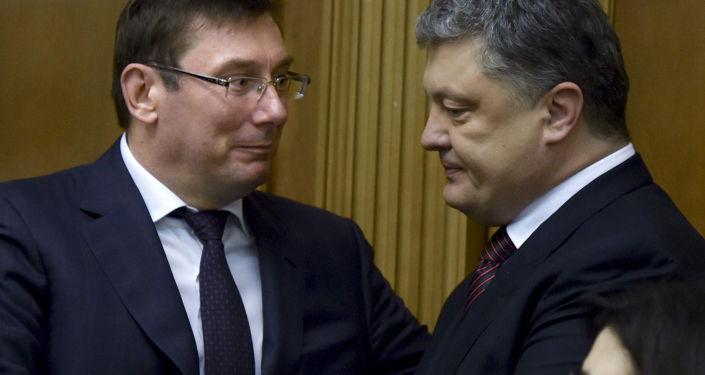 Prokurator Generalny Ukrainy Jurij Lucenko i Petro Poroszenko