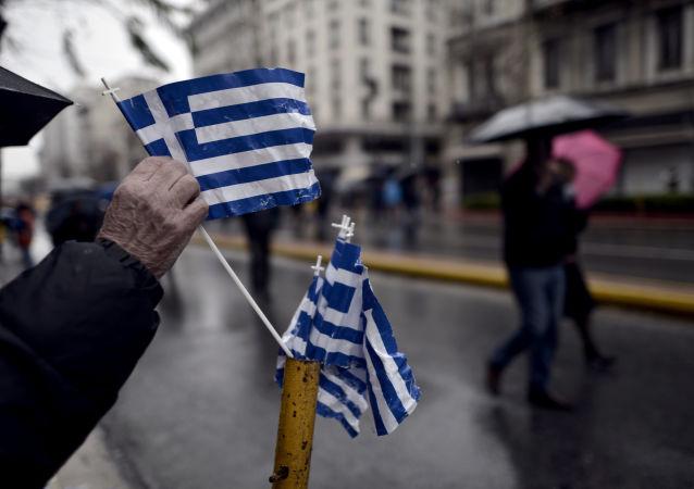 Greckie flagi na ulicach Aten