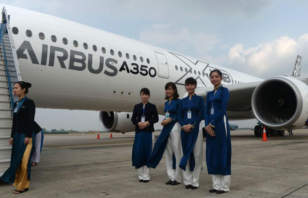 Stewardessy linii Vietnam Airlines