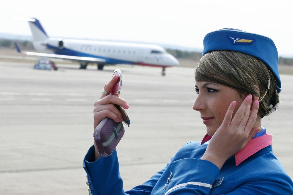 Stewardessa na lotnisku Bugulma w Tatarstanie