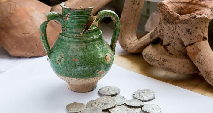 Skarby znalezione w trakcie budowy drogi do mostu krymskiego.