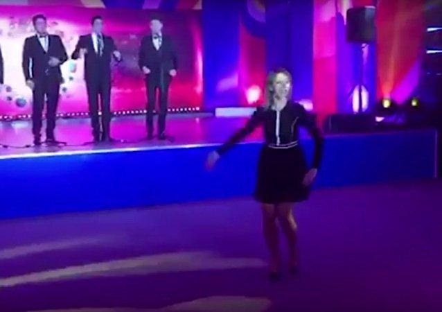 Rzeczniczka rosyjskiego MSZ tańczy Kalinkę w Soczi