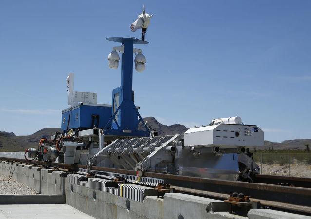 Testowanie pociągu próżniwego Hyperloop w Las Vegas
