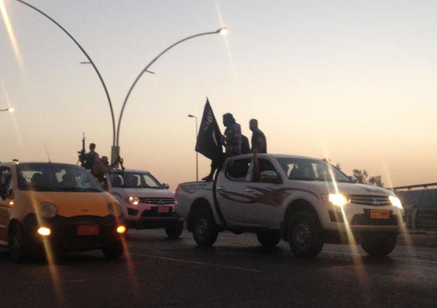 Bojownicy z Państwa Islamskiego w Iraku
