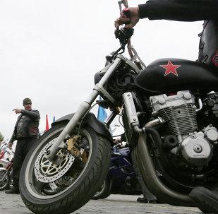 Członkowie klubu motocyklowego Nocne wilki na Placu Czerwonym w Moskwie