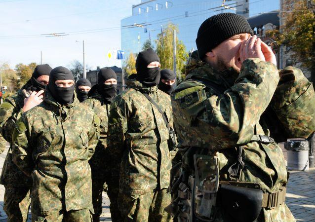 Wysłanie elewów pułku Azow do strefy konfliktu na południowym wschodzie Ukrainy