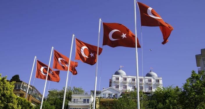 Flagi Turcji na wyspie Büyükada niedaleko Stambułu