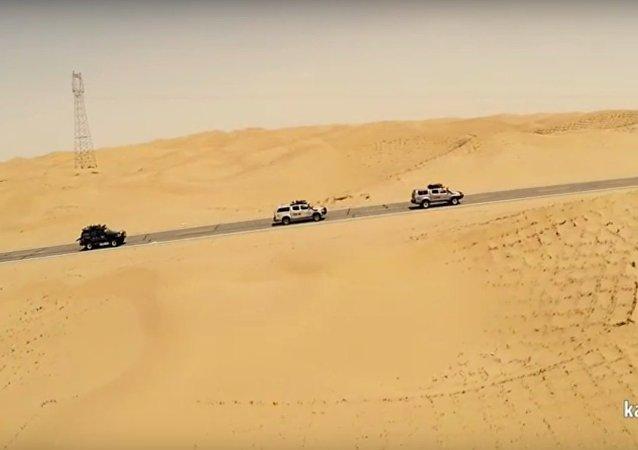 Przez piaski pustyń...