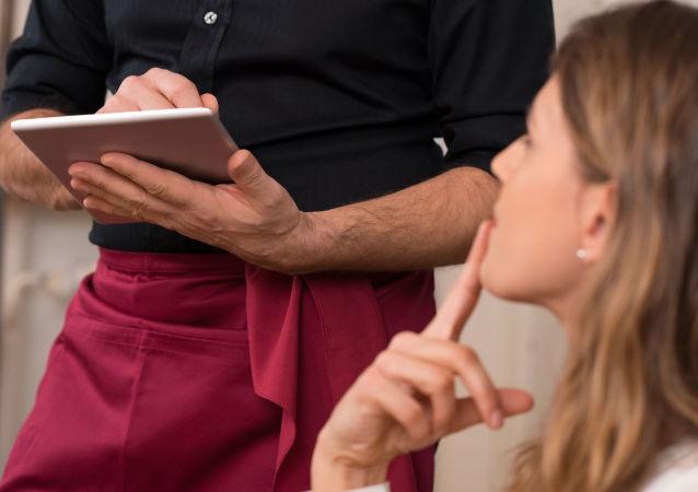 Kelnerzy, sprzedawcy i pracownicy komunalni w ukraińskiej stolicy mogą zostać zobowiązani do komunikowania się wyłącznie w języku ukraińskim