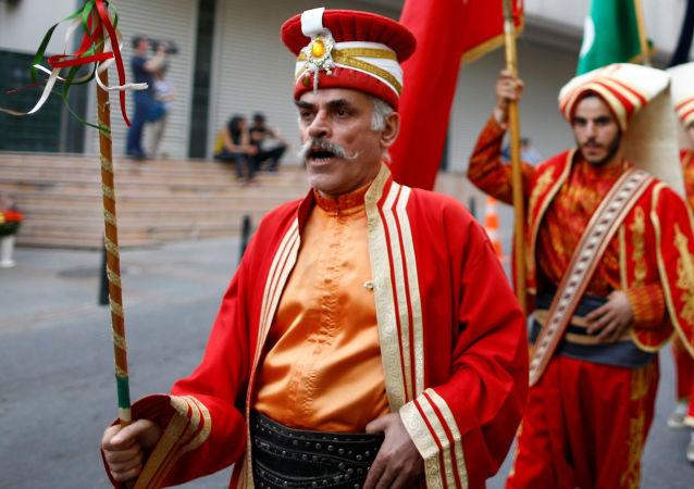 Demonstracja w Stambule przeciwko uznaniu przez niemiecki parlament ludobójstwa Ormian w Imperium Osmańskim